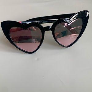 BETSEY JOHNSON   heart cat eye glasses
